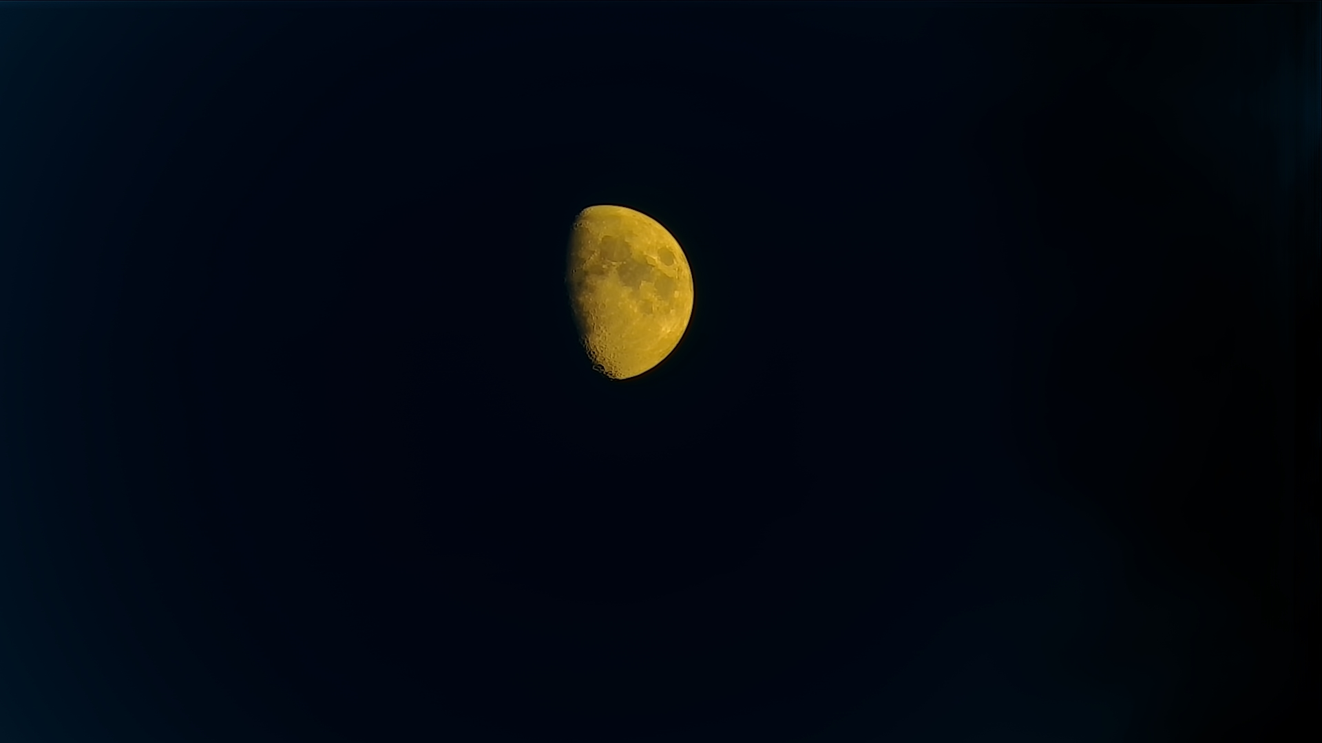 Moon recorded at 21:24 (19:24 UTC) while it was only 16.7 ° on the horizon, hence the reddish color